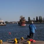 Hafen Swinemünde mit Piratenkooge für Hafenrundfahrten
